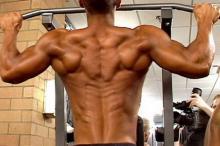 Как накачать мышцы спины на турнике?